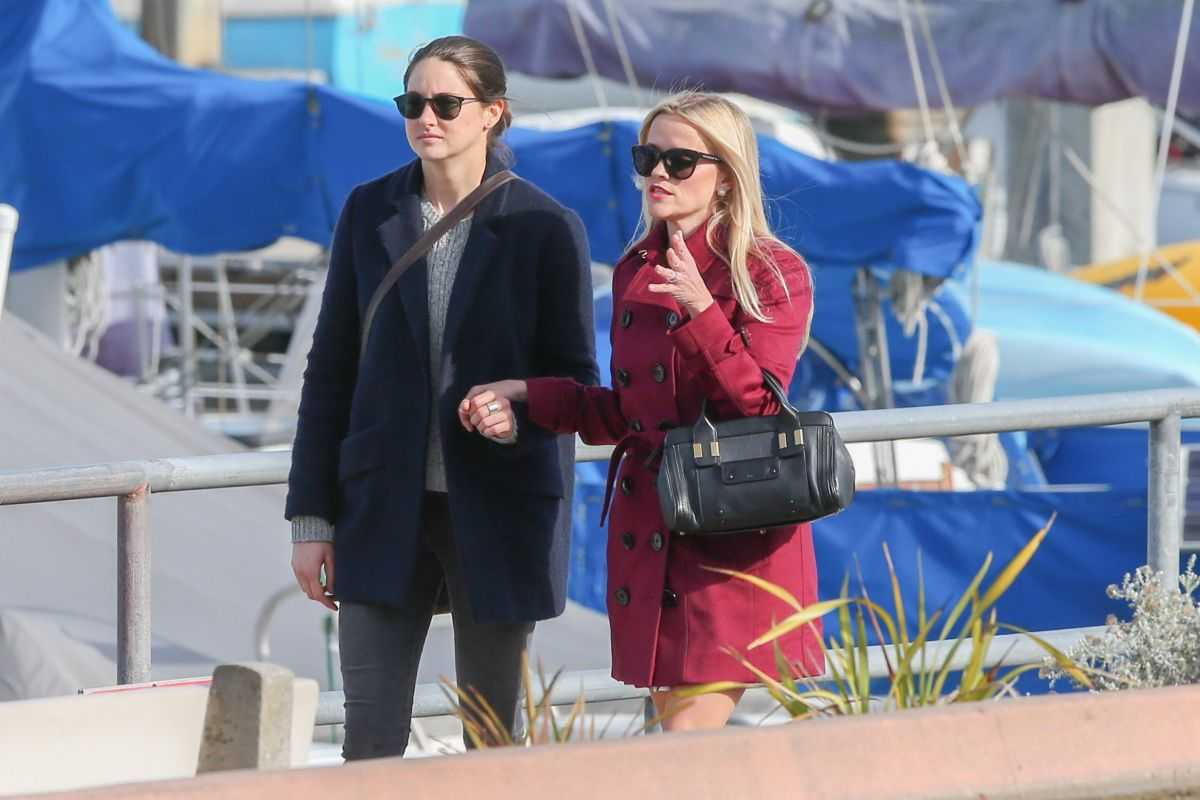 shailene-woodley-reese-witherspoon-and-nicole-kidman-on-the-set-of-big-little-lies-in-monterey_1431015501
