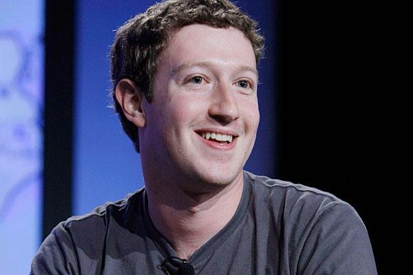 Nesta quinta-feira, Mark Zuckerberg anunciou que o Facebook superou a marca de 1 bilhão de usuários. Acessada por uma em cada sete pessoas no planeta, ... - Mark-Zuckerberg