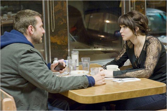 Cena de O lado bom da vida, com Bradley Cooper e Jennifer Lawrence