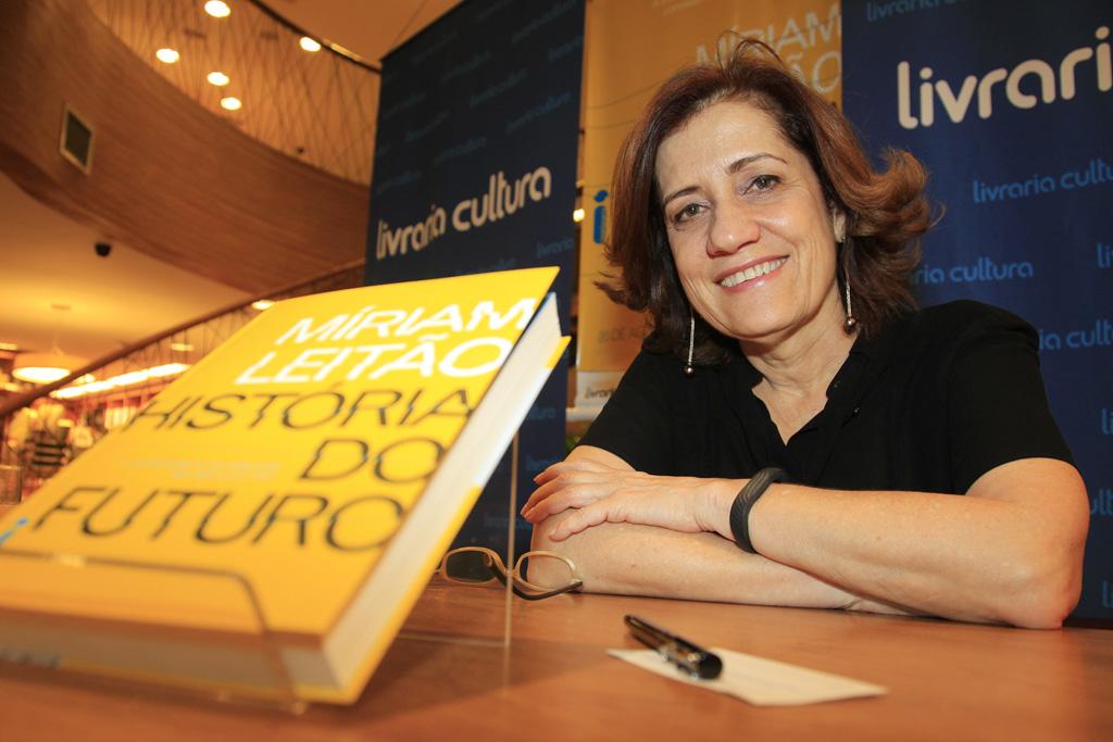 """Lançamento """"História do futuro"""" em Brasília"""