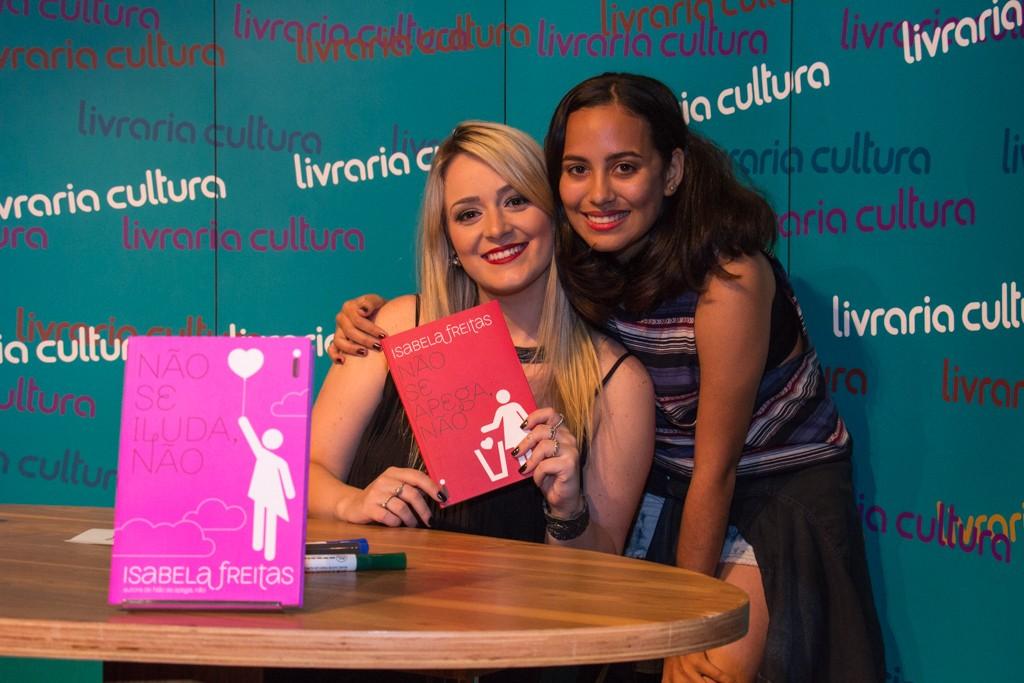 Sessão de autógrafos de Não se iluda, não em Recife