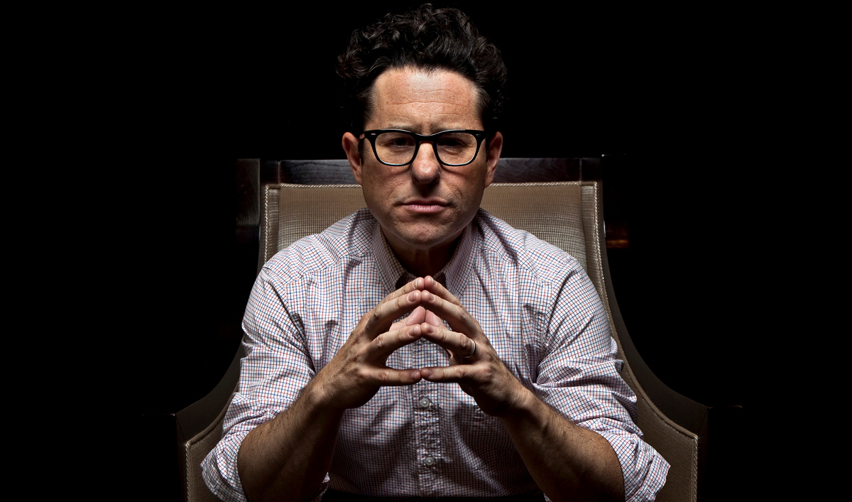 "Clendenin, Jay –– B581318697Z.1 BEVERLY HILLS, CA––JUNE 5, 2011––Writer and director J.J. Abrams is photographed during promotion of his upcoming film, ""Super 8,"" at the Four Seasons hotel in Beverly Hlls, June 5, 2011. (Jay L. Clendenin/Los Angeles Times)"