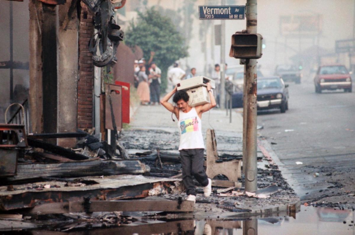 looter-picks-rubble