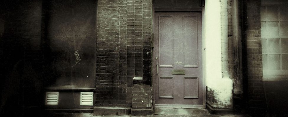 Tudo começa com portas.