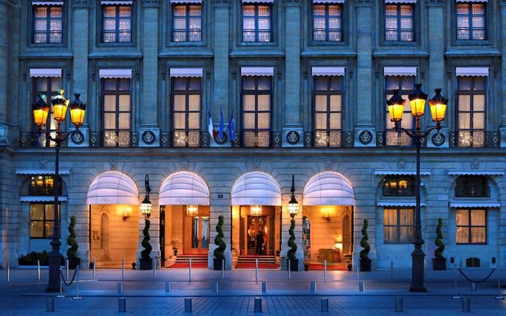 Paixão, ciúmes, conspirações e muito glamour nas suítes do Ritz