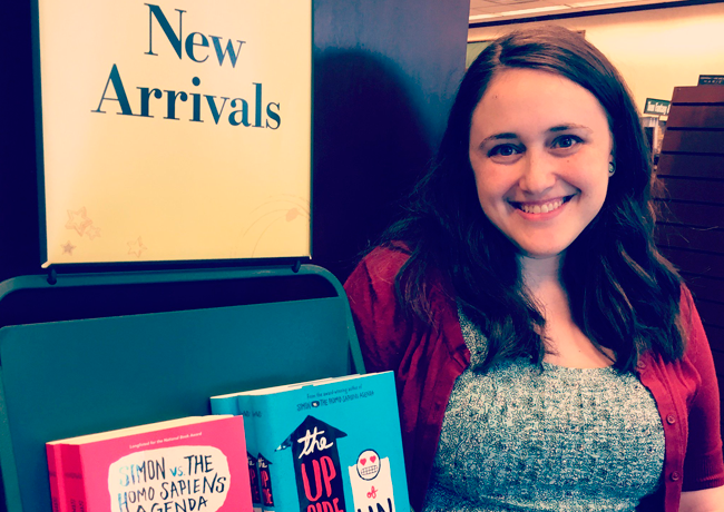De homofobia à gordofobia, Becky Albertalli conquista leitores e Hollywood