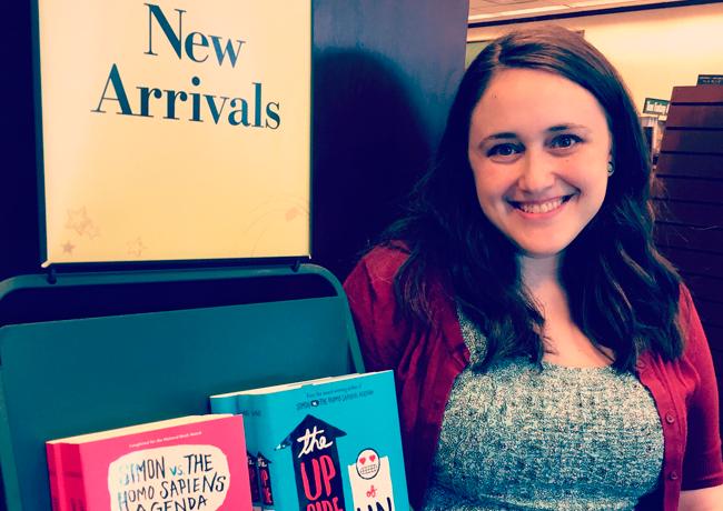 De homofobia à gordofobia, Becky Albertalli conquista leitores e Hollywood