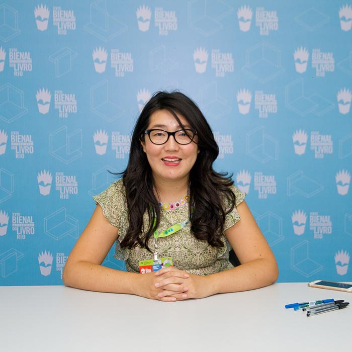 Confira as fotos da sessão de autógrafos com a Jenny Han na Bienal do Livro Rio
