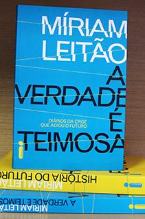 Confira as fotos da sessão de autógrafos com Míriam Leitão na Bienal do Livro