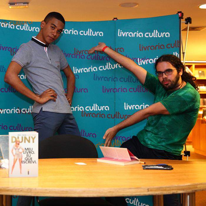 """Confira a galeria de fotos do lançamento de """"Meu livro. Eu que Escrevi"""" em Fortaleza"""