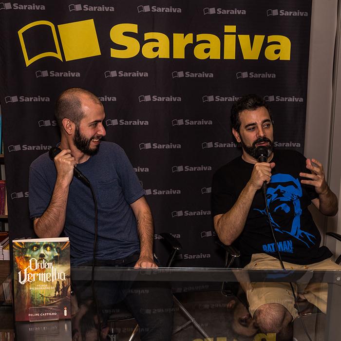 Confira as fotos do bate-papo e sessão de autógrafos com Felipe Castilho no Rio de Janeiro