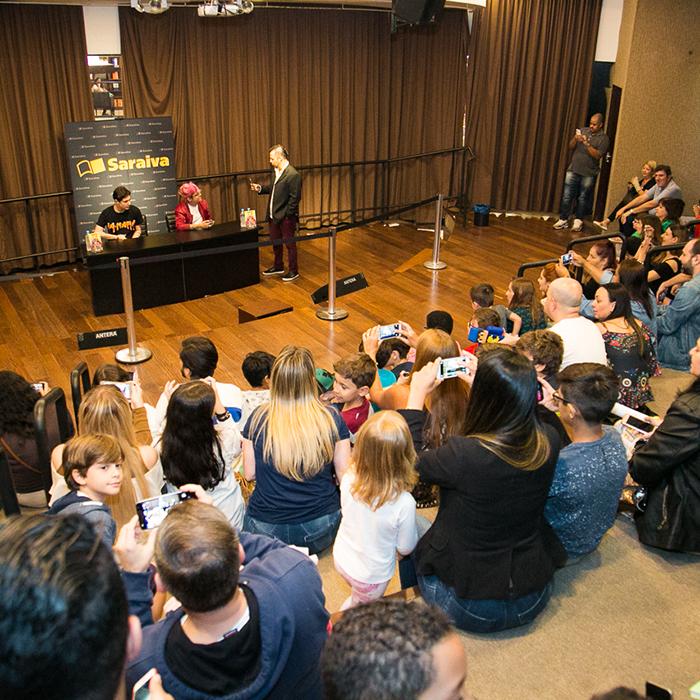Confira as fotos da sessão de autógrafos com Pac e Mike em São Paulo