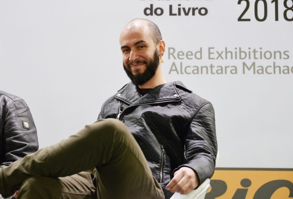 Confira as fotos do evento com Felipe Castilho na Bienal do Livro de São Paulo 2018