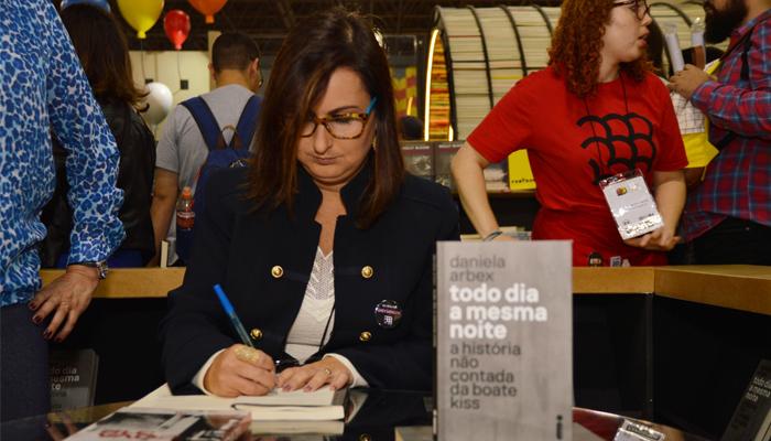Confira as fotos do evento com Daniela Arbex na Bienal do Livro de São Paulo