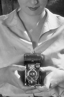 Feminista antes do seu tempo: conheça Lee Miller, a primeira fotógrafa de guerra