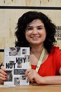 Confira fotos da sessão de autógrafos com Raquel Landim na Bienal do Livro Rio