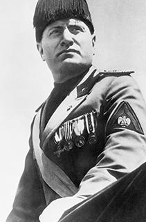 Romance sobre Mussolini revela as origens do fascismo no século XX